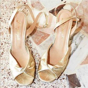 🍂FREE PEOPLE/ Gisele gold heels 🍂